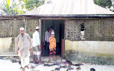 সীমান্তে দুই বাংলার মানুষের এক মসজিদ