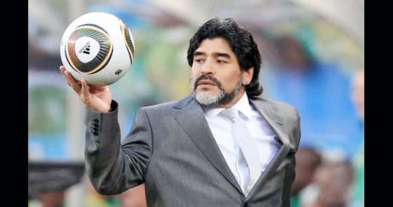 কিংবদন্তি ফুটবলার ডিয়েগো ম্যারাডোনা আর নেই