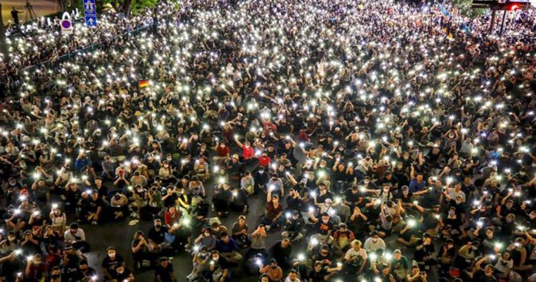 থাইল্যান্ডে জরুরি অবস্থা ভেঙে ফের রাজপথে বিক্ষোভকারীরা