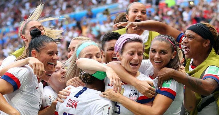 নারী ফুটবলারদের জন্য মাতৃত্বকালীন ছুটি চালু করল ফিফা